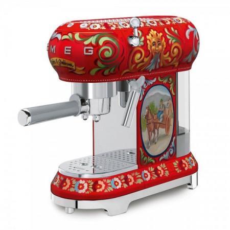 Кафемашина с дизайн на Dolce & Gabbana SMEG ECF01DGEU